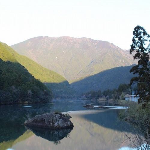 北山村のviewポイントその①:勝手神社から見た上瀞橋
