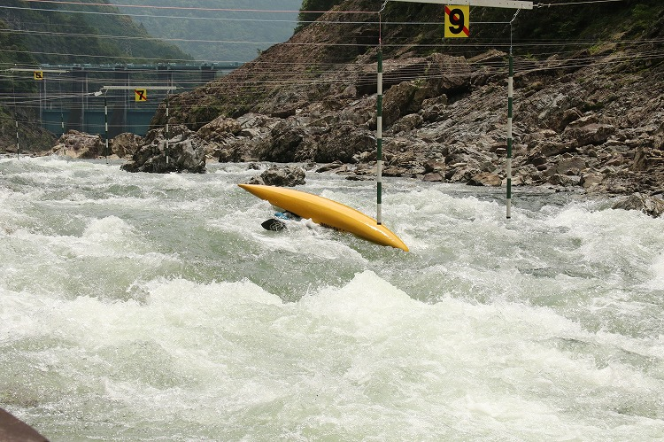 カヌー競技の猛者が北山川の激流を下る!カヌー大会「じゃばらカップ」