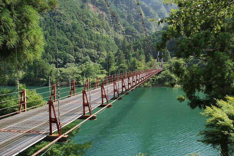 生活用の吊り橋です。