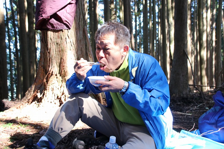 山で食べるご飯は格別に美味しいです。