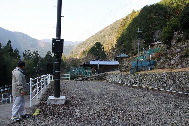 小松集落は、山に囲まれていて、神秘的で冷やりとした独特な空気感があります。