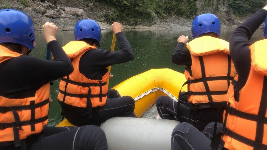 関西屈指の激流をボートで下る!北山川ラフティング!
