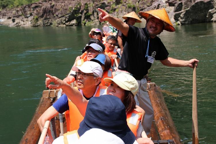 まさに「自然のジェットコースター」日本唯一の北山川観光筏下り