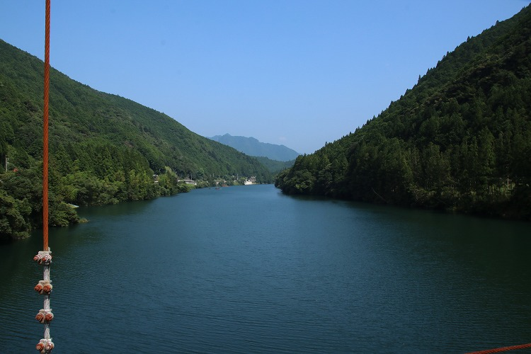 橋の上からは、こんな景色が見えます。