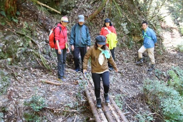 筏師の道ウォーキングツアー開催